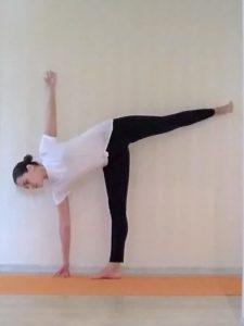 Комплекс из базовых асан йоги